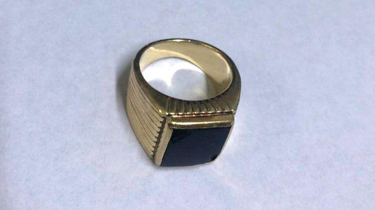 PAREN LAS ROTATIVAS!!! Apareció el anillo histórico de Carlos Menem: lo entregó la familia del enfermero que está prófugo